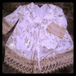 WHITE AND GOLD LACE BUTTON DOWN TOP